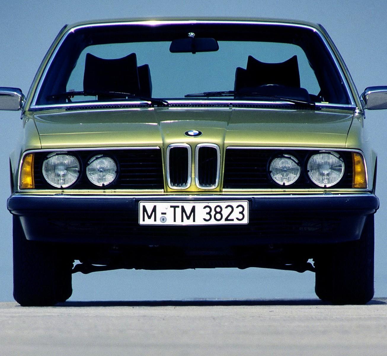 BMW,автомобиль,авто,автомобили, Эволюция седана BMW 7-Series в одном видео