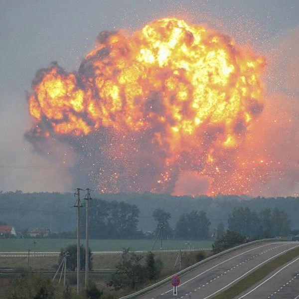 Украина, фото, война, общество, События в фотографиях: пожар на военных складах под Винницей