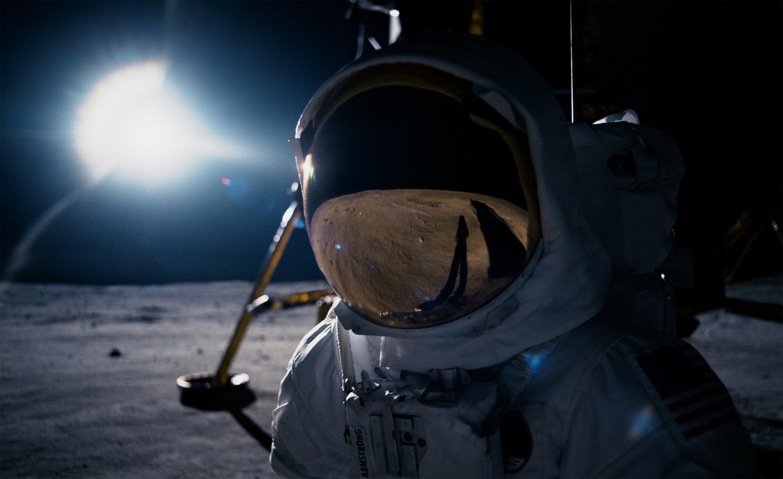 Перевоплощение в легендарного Нила Армстронга: примеряем исторические скафандры NASA